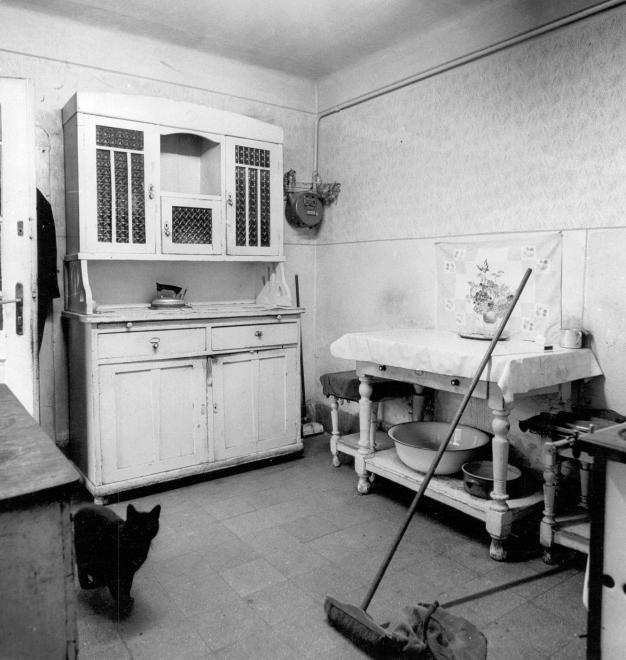 1976 - Falusi konyha a nagymamától örökölt kredenccel